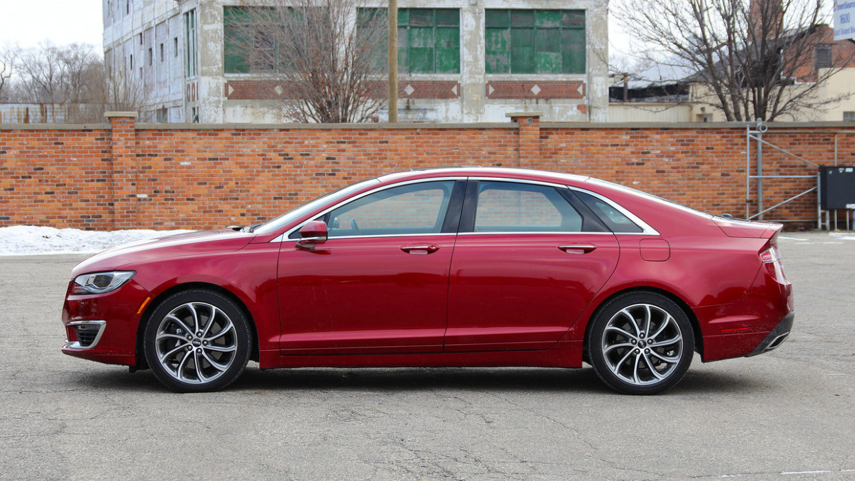 Pictures 2022 Lincoln MKZ