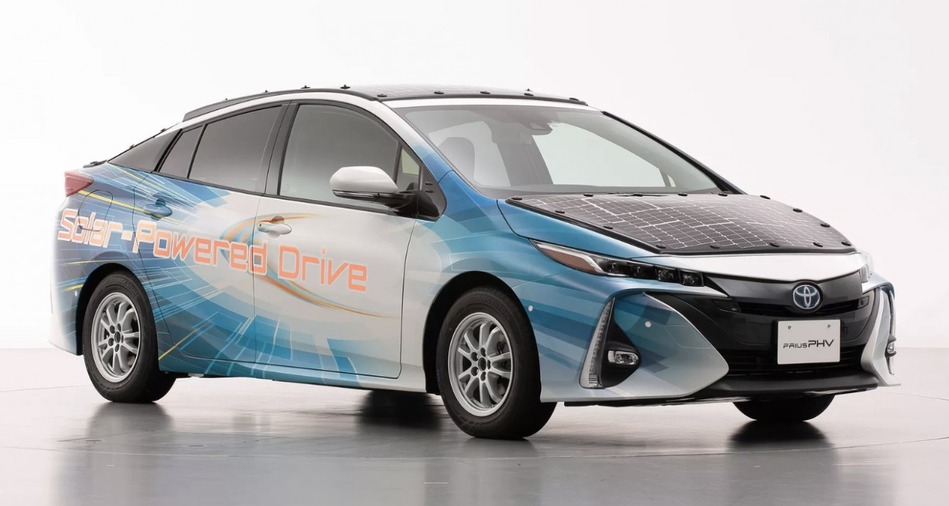 Research New 2022 Toyota PriusPictures