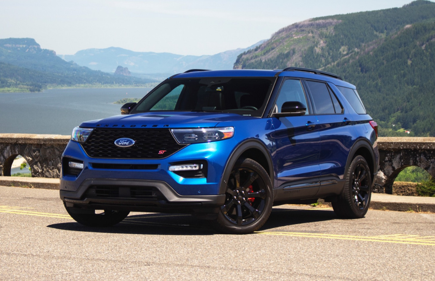 Review 2022 Ford Explorer Interior