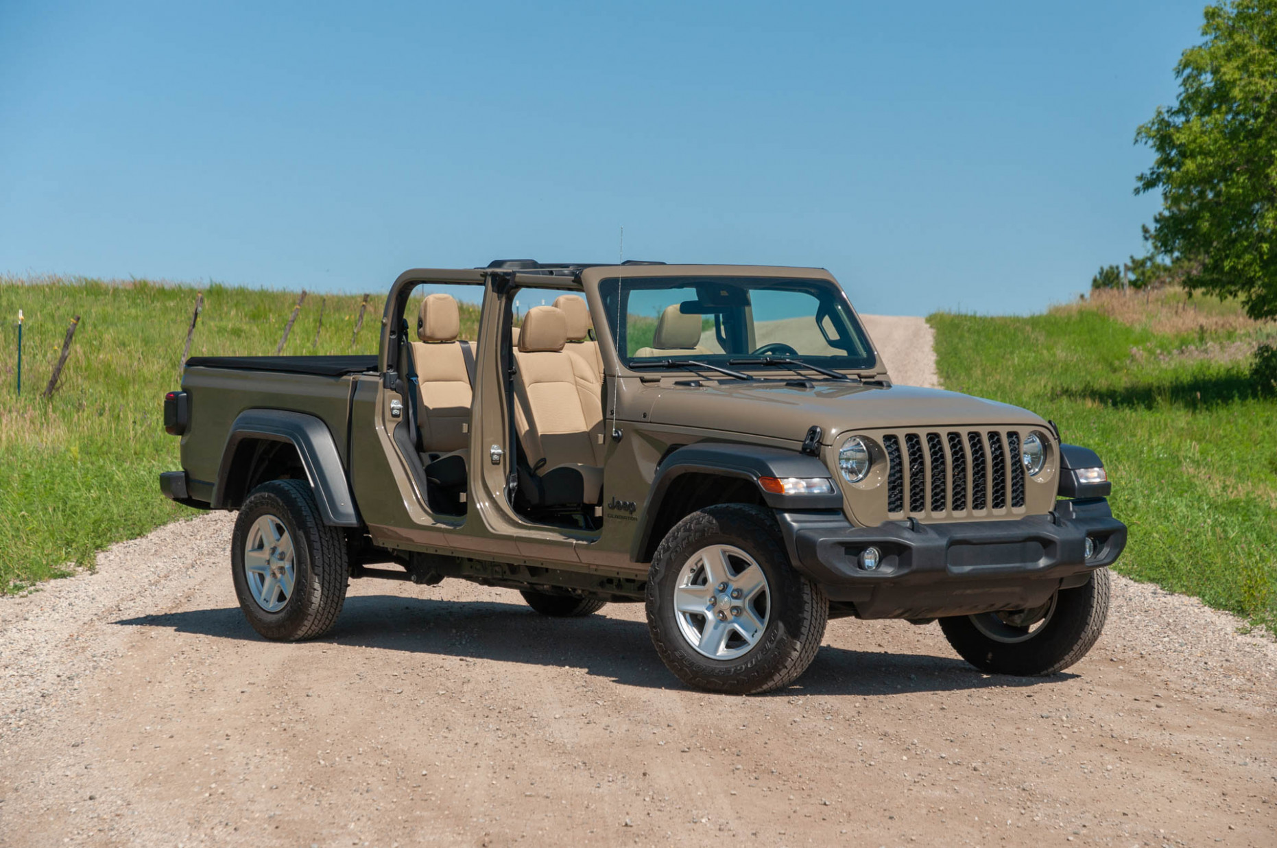 Research New 2022 Jeep Gladiator Overall Length