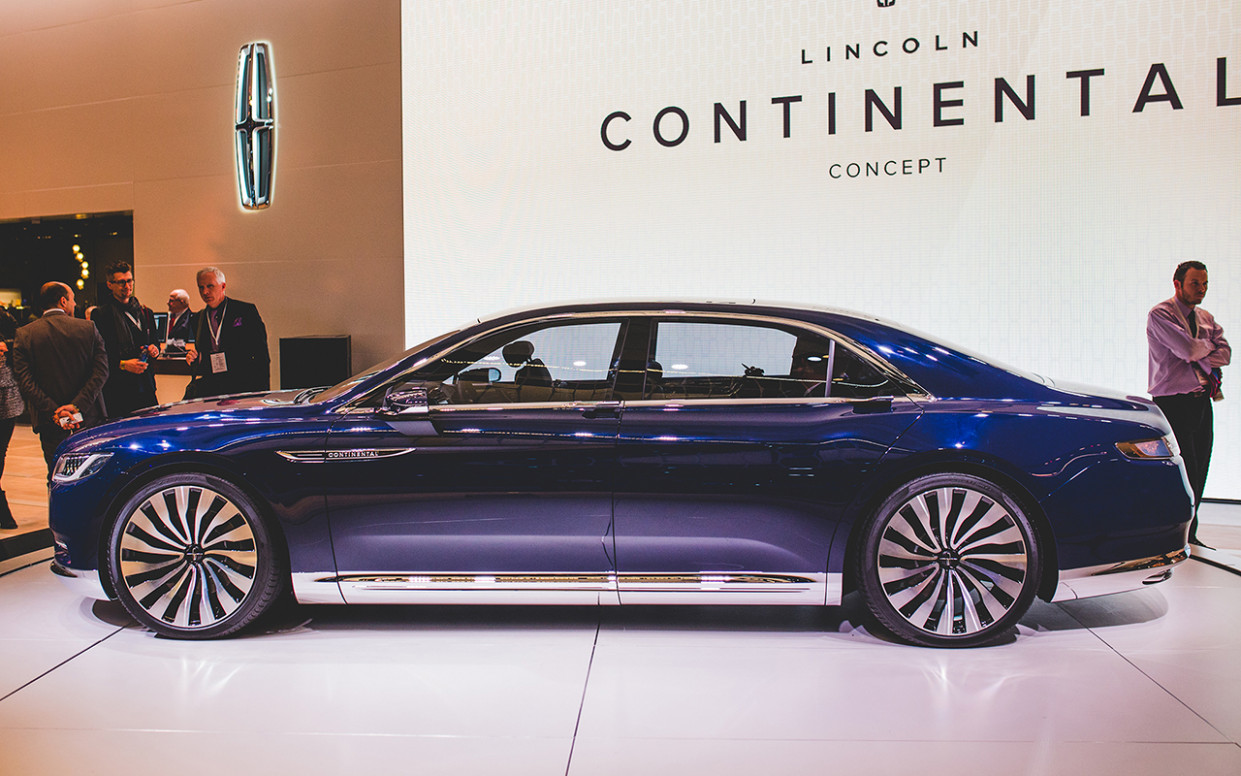 Exterior and Interior 2022 Lincoln MKX