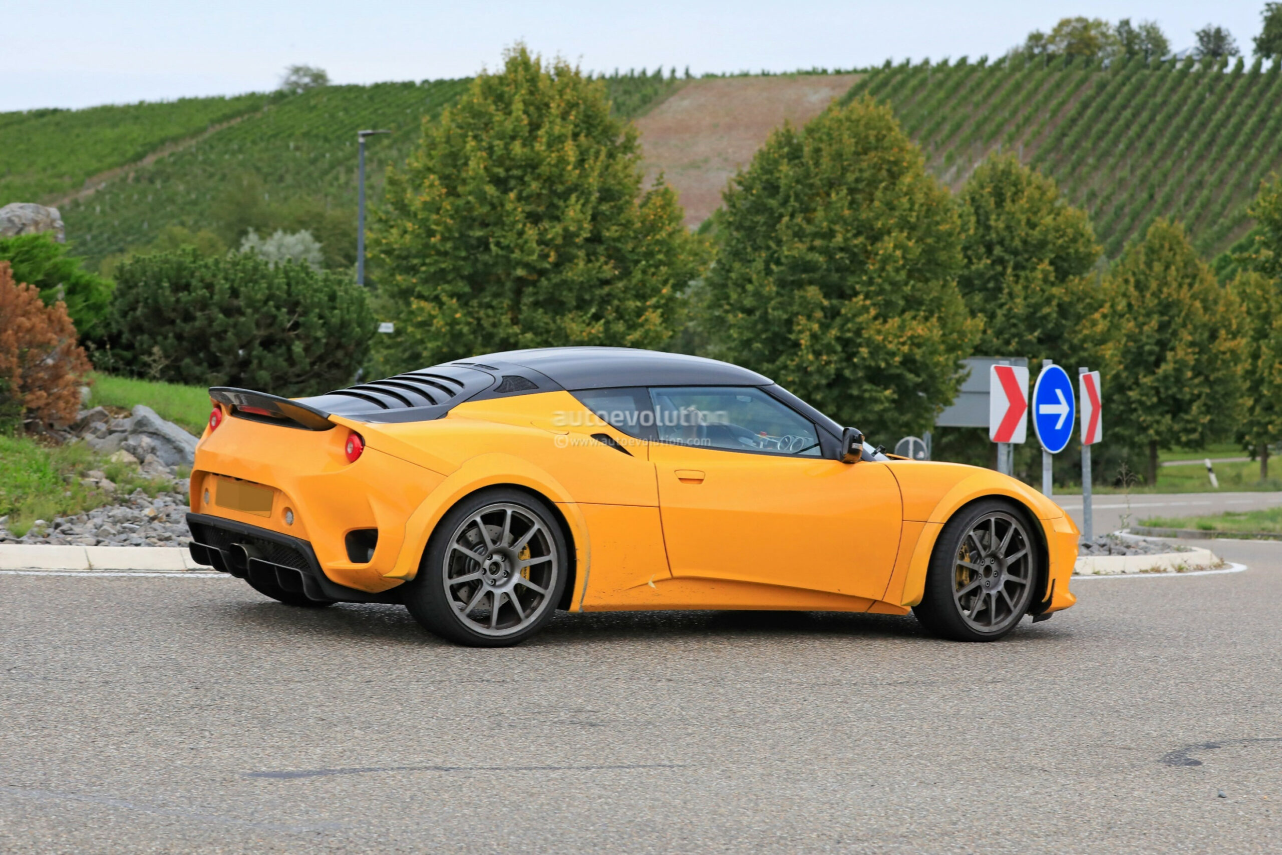 New Model and Performance 2022 The Lotus Evora