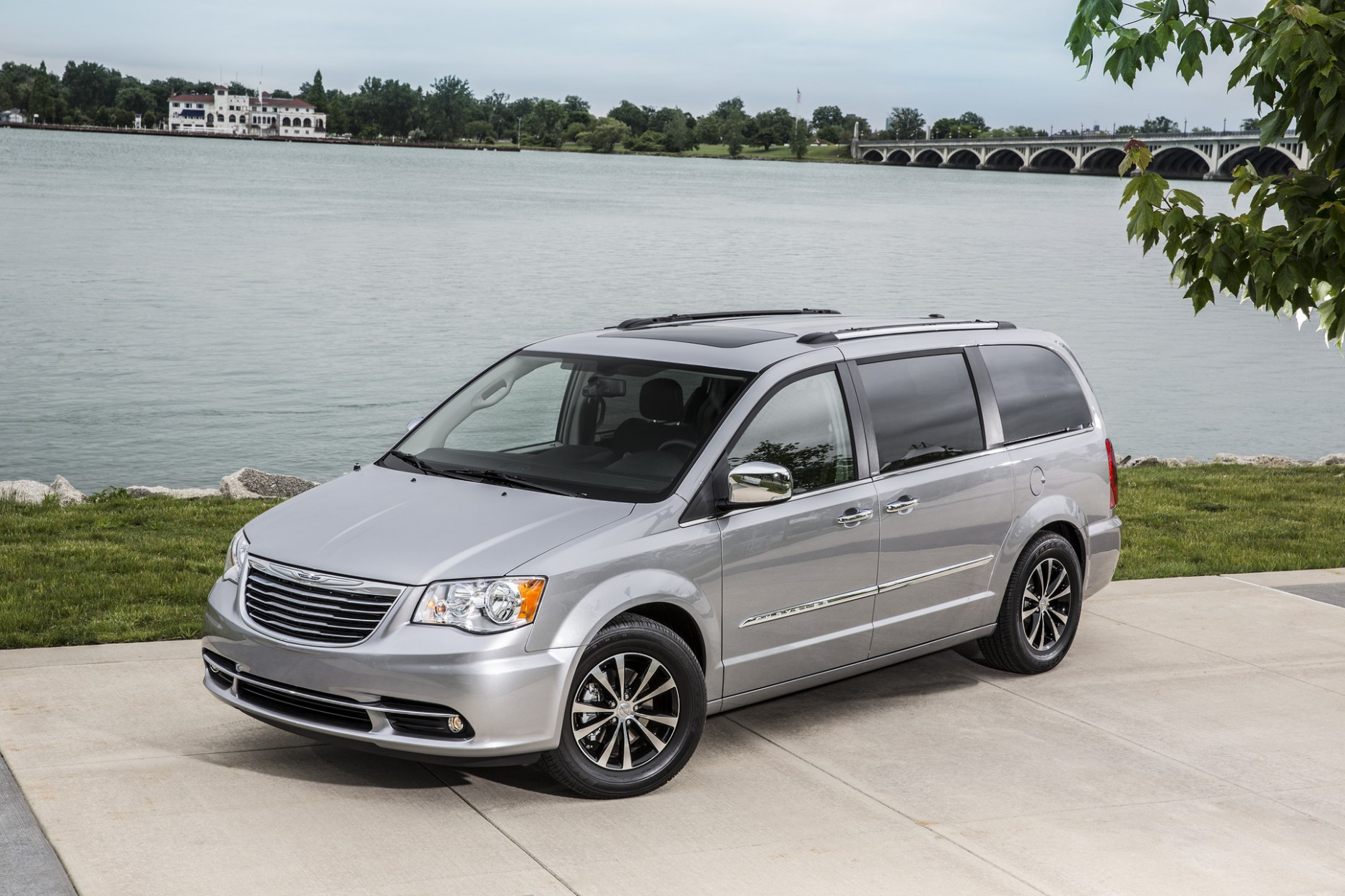 Picture 2022 Chrysler Town Country Awd