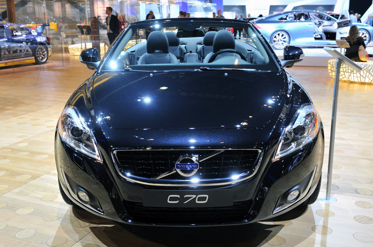 Research New Volvo C70 2022
