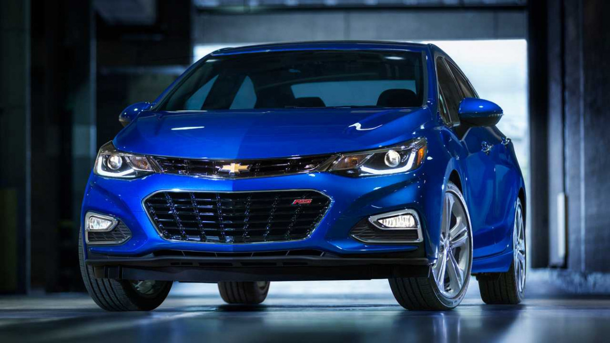 Research New 2022 Chevy Cruze