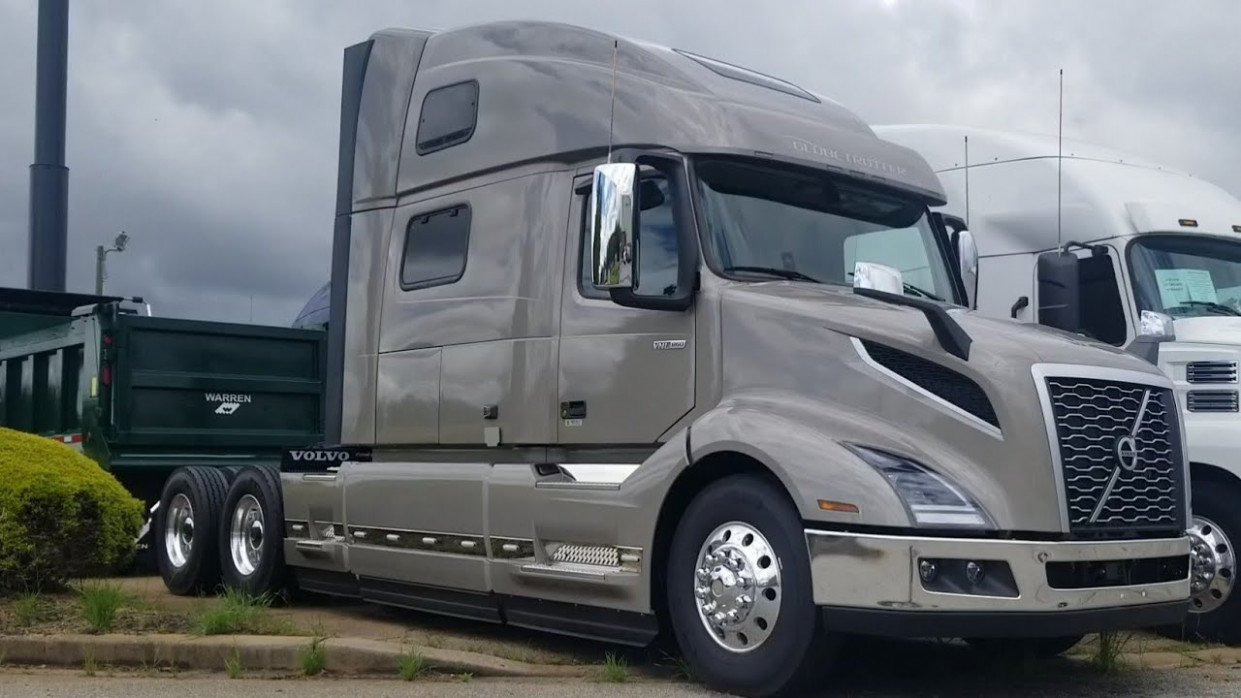Exterior and Interior 2022 Volvo Vnl 860 Globetrotter Xl
