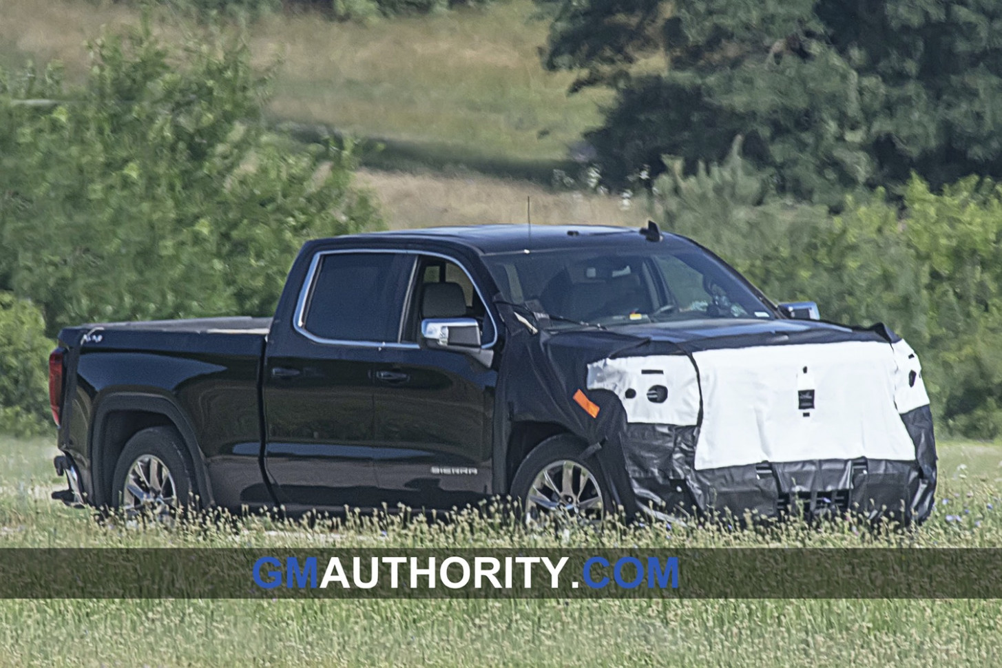 New Model and Performance Pics Of 2022 Gmc 2500