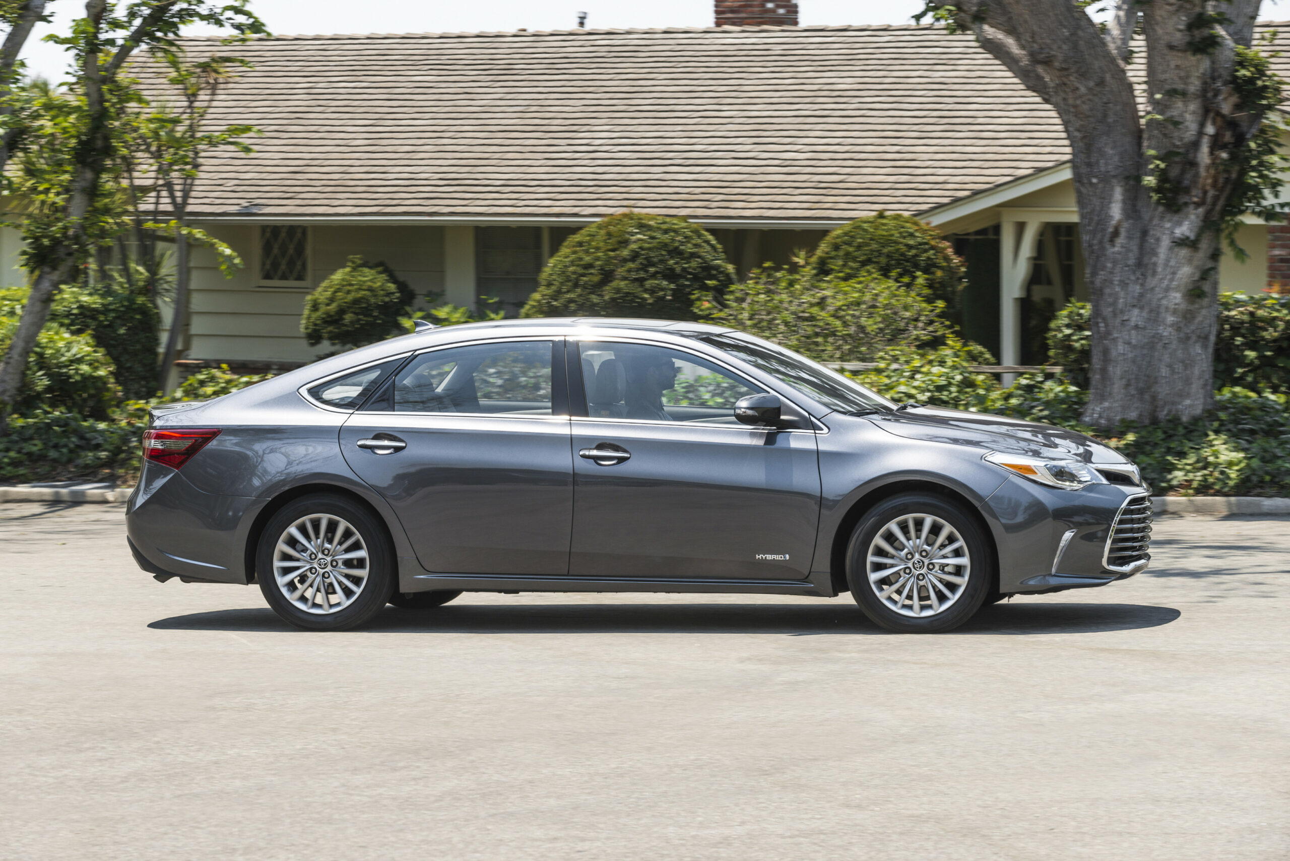 Review 2022 Toyota Avalon Hybrid