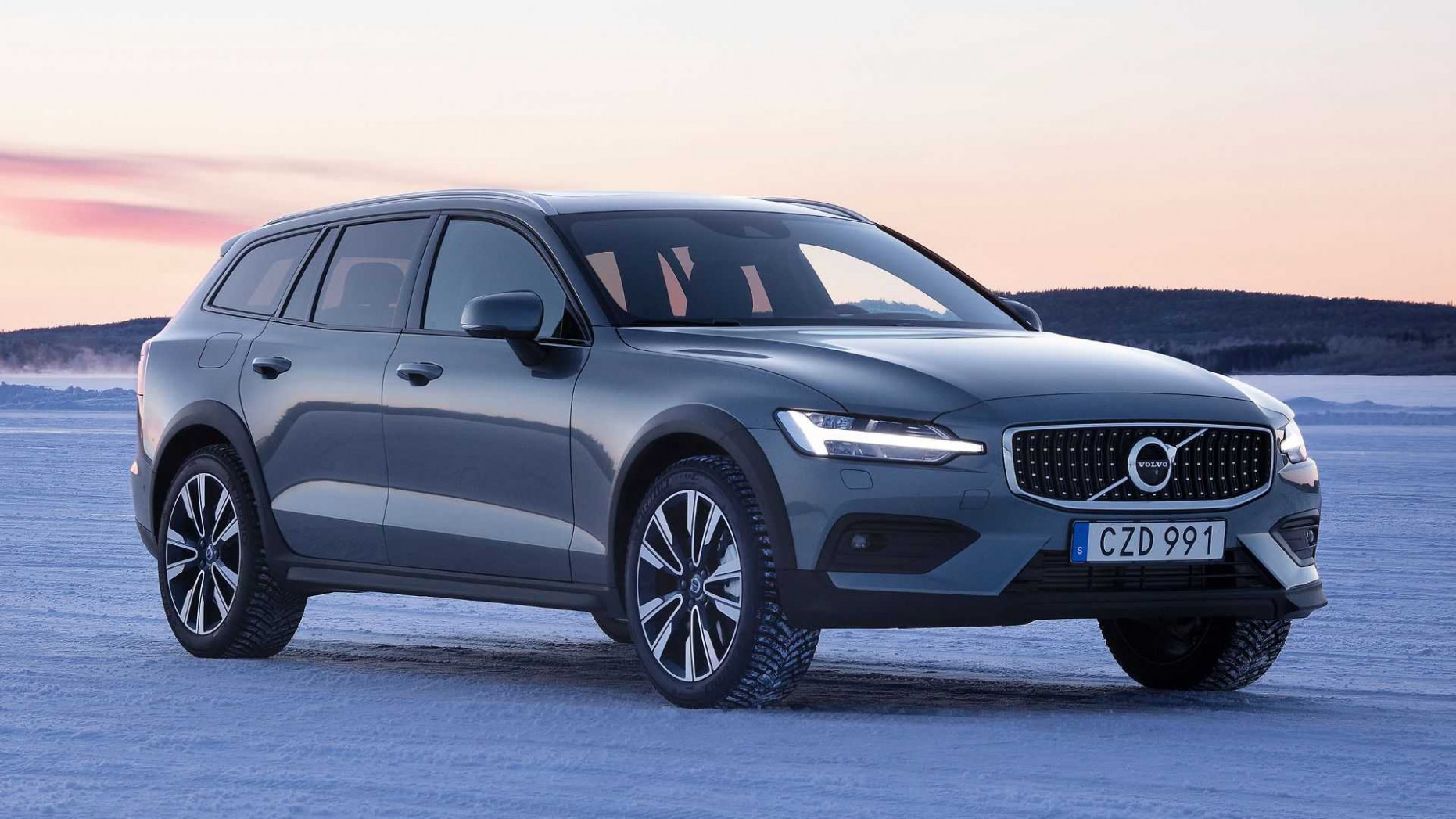 Configurations 2022 Volvo V60 Cross Country