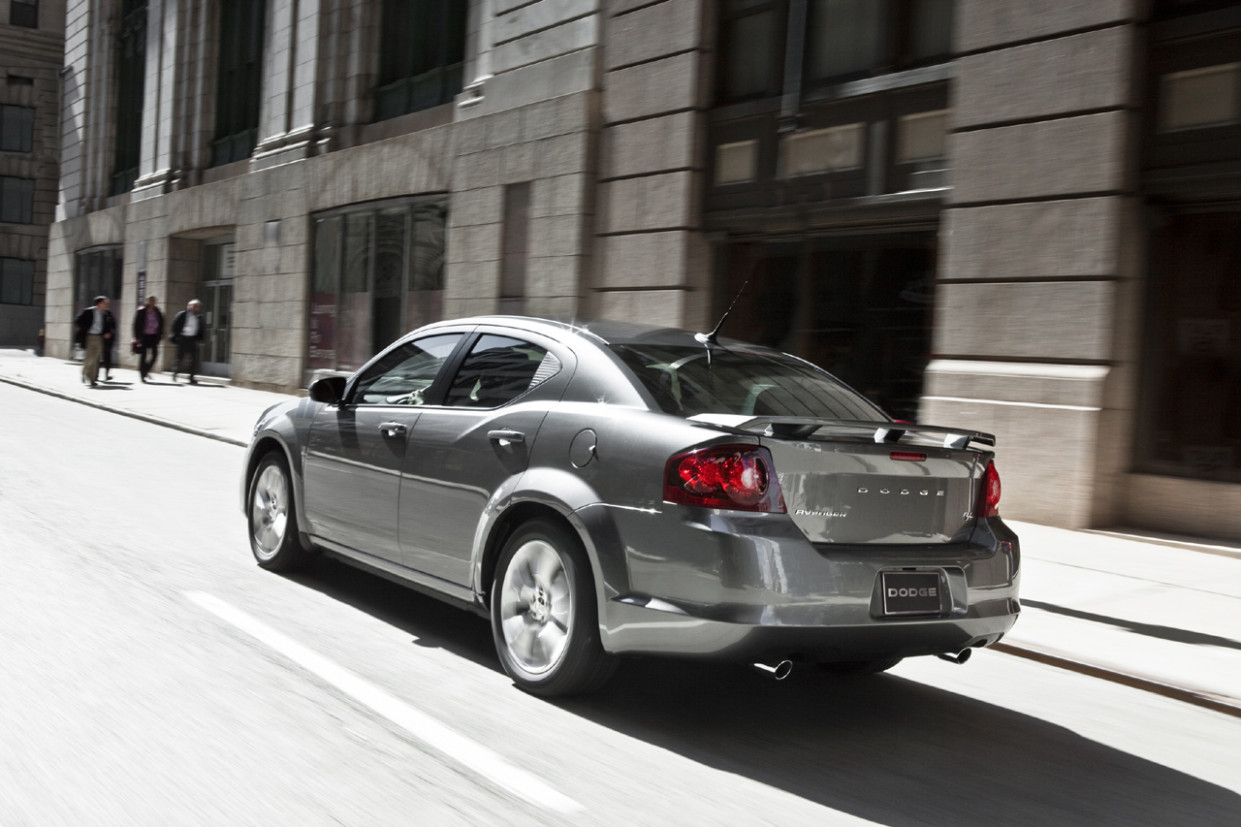 Pictures Dodge Avenger 2022