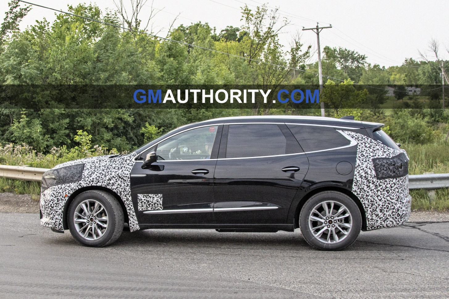 Redesign and Review 2022 Buick Enclave Spy Photos