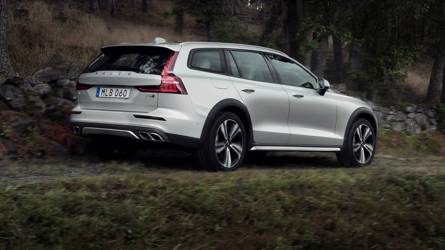 Research New 2022 Volvo V60 Cross Country