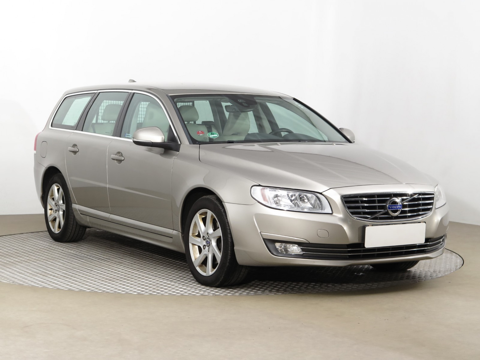 Research New 2022 Volvo V70