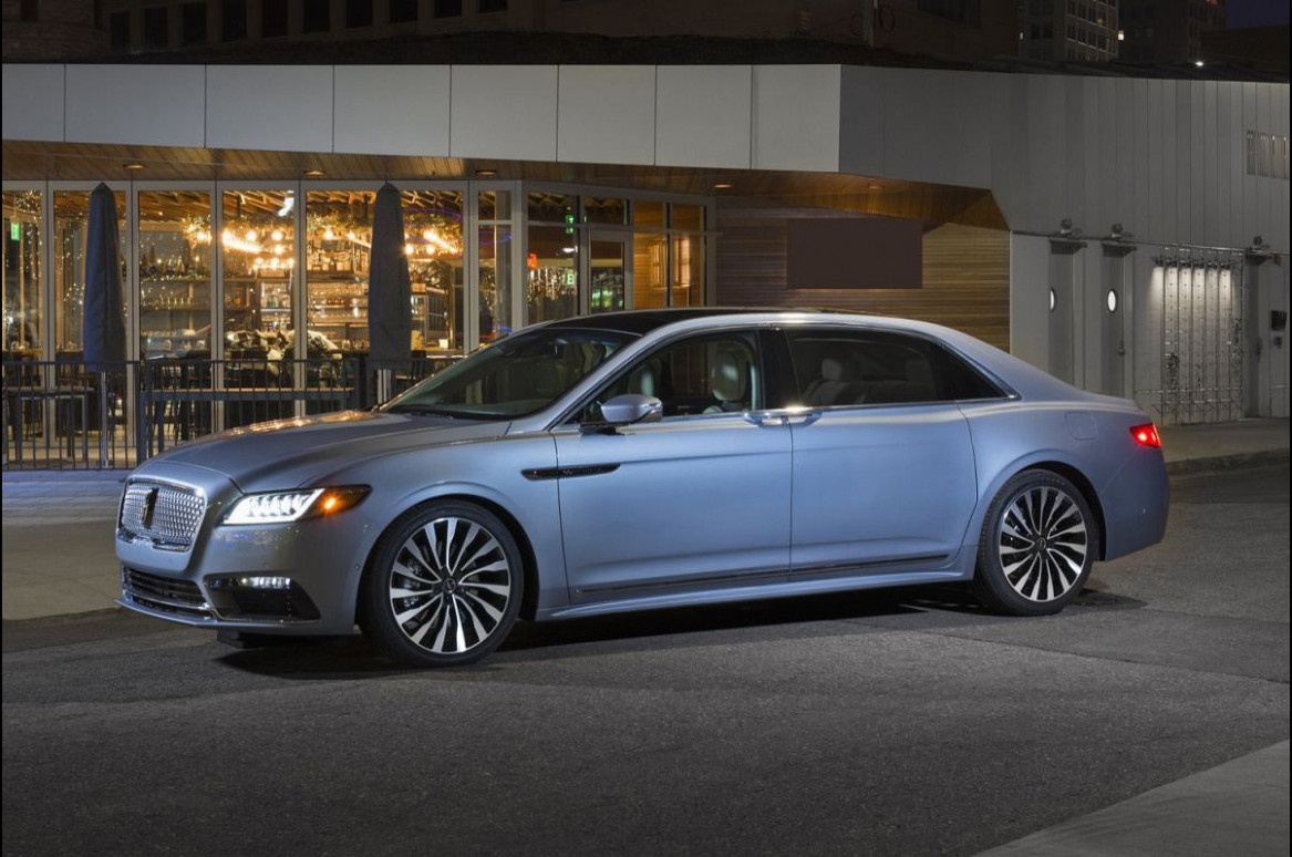 Research New 2022 Lincoln Town