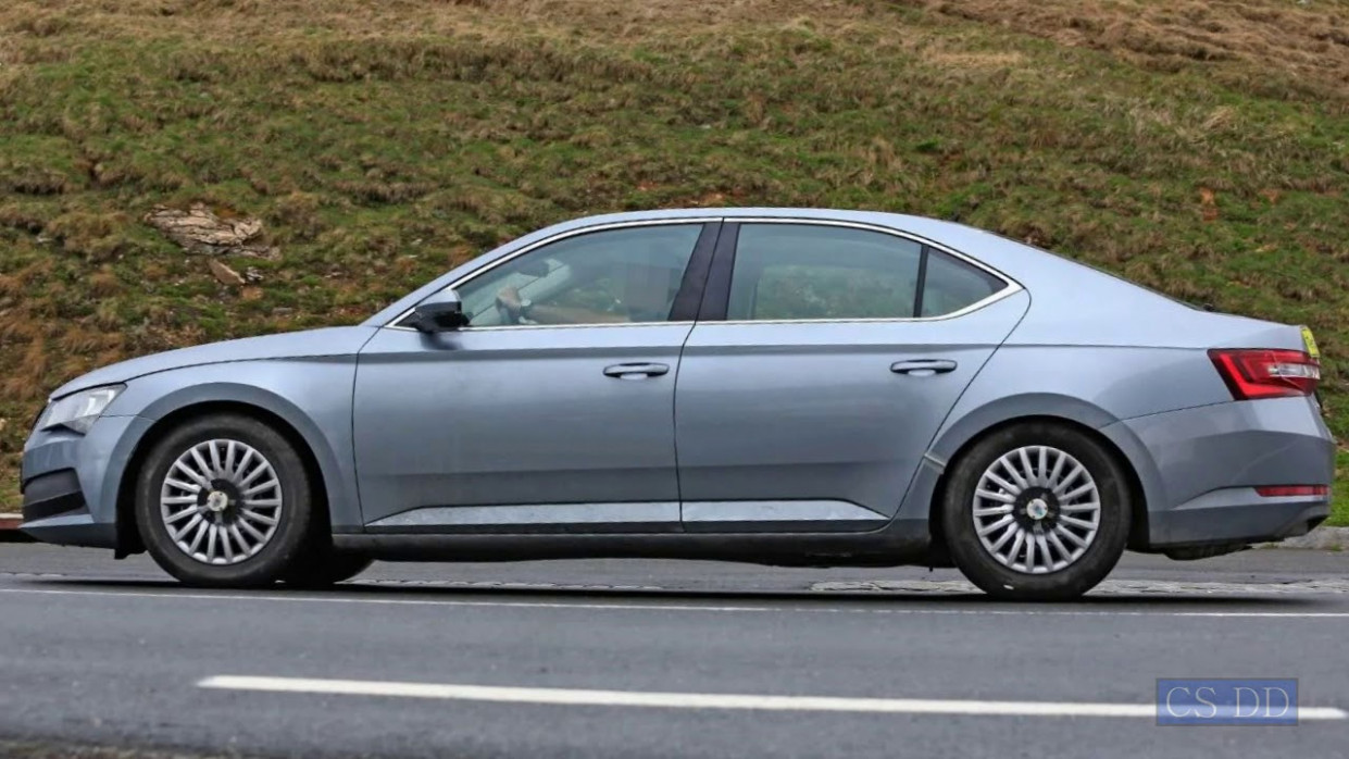 Ratings Spy Shots Skoda Superb